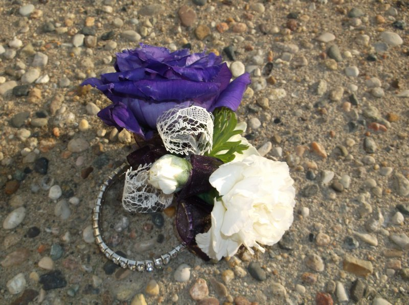 keepsake wristlet the purple lizzy, mini white carnations and lace detail