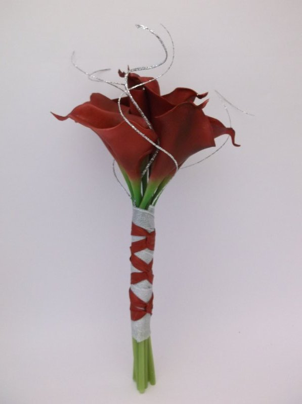 Silk bouquet: red callas, silver ting ting
