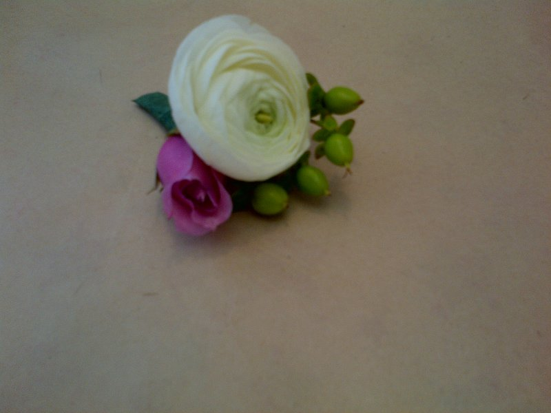 Fresh white ranunculus, hypericum berries, rose